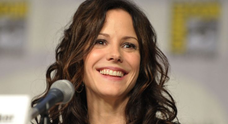 Mary-Louise Parker: Nationality, Net Worth, Family, Height